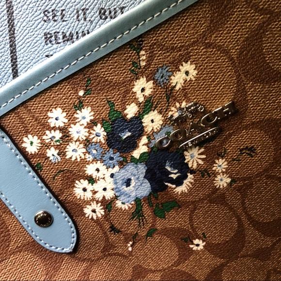 Coach Handbags - 💫Coach Reversible City Tote Blue & Khaki Floral